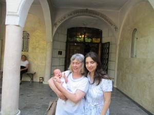 Малкия Пепи с мама и баба