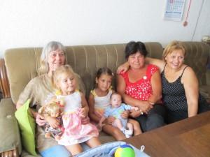 Баба Диди и нейните братовчедки Румяна и Екатерина