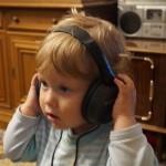 Пепи се радва на слушалките 2